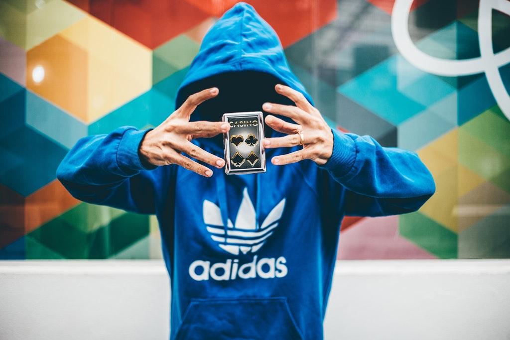 Adidas-美股分析